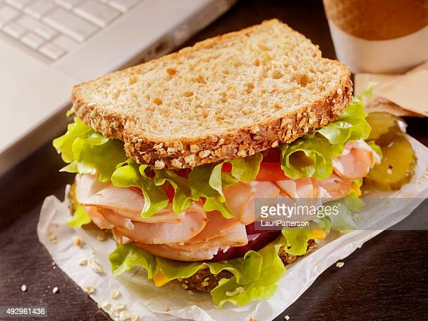 デスクでトルコのサンドイッチ