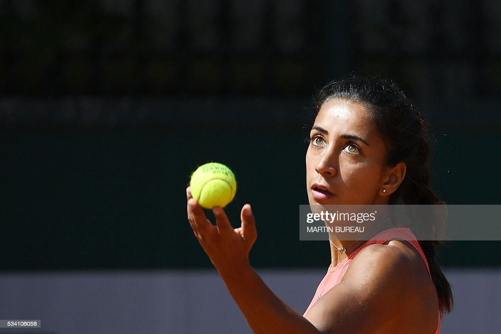 Turkey's Cagla Buyukakcay serves the ball to Russia's Anastasia Pavlyuchenkova during their women's second round match at the Roland Garros 2016 French Tennis Open in Paris on May 25, 2016. / AFP / MARTIN