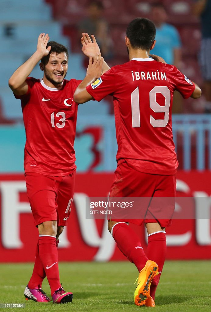 Turkey's Cenk Sahin (L) celebrate scoring a goal with Turkey's Ibrahim Yilmaz during the group stage football match between Turkey and El Salvador at the FIFA Under 20 World Cup at the Avni Aker stadium in Trabzon on June 22, 2013. AFP PHOTO / TURKPIX