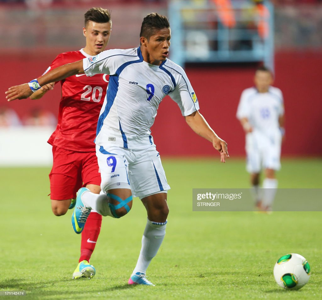 Turkey's Fatih Turan (L) vies for the ball with El Salvador's Jose Pena (R) during the group stage football match between Turkey and El Salvador at the FIFA Under 20 World Cup at the Avni Aker stadium in Trabzon on June 22, 2013.