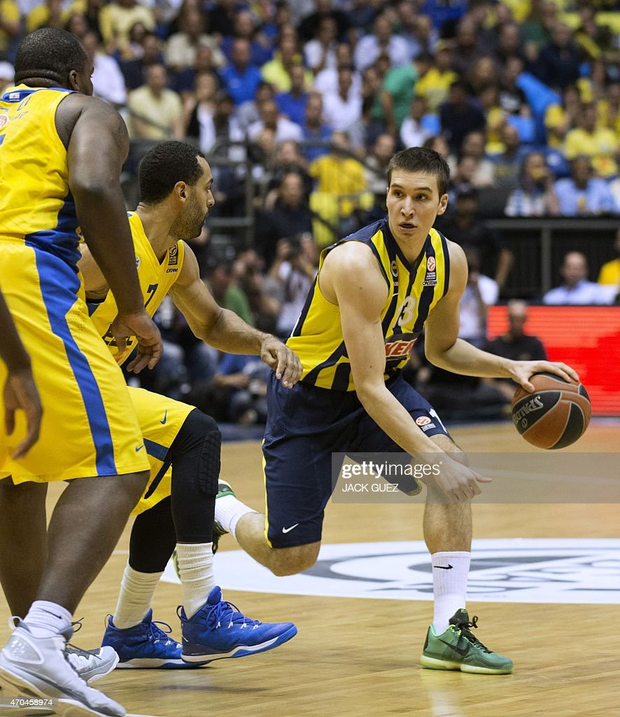 Turkey's Fenerbahce Ulker Istanbul's Serbian guard Bogdan Bogdanovic (R) vies for the ball against Israel's Maccabi Electra Tel Aviv's US forward Brian Randle (L) during their Euroleague Playoff basketball match, round 3, between Fenerbahce Ulker Istanbul and Maccabi Electra Tel Aviv, on April 20, 2015 at the Menora Mivtachim Arena stadium in the Israeli Mediterranean coastal city of Tel Aviv.
