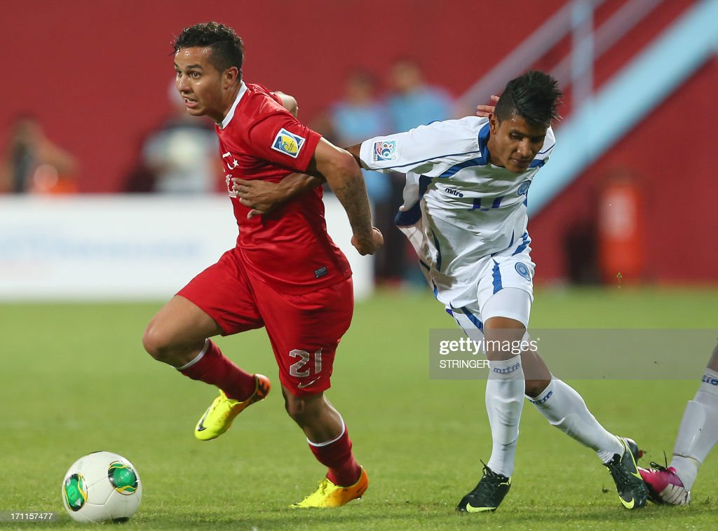 Turkey's Kerim KOyunlu (L) vies for the ball with El Salvador's Kevin Mendoza during the group stage football match between Turkey and El Salvador at the FIFA Under 20 World Cup at the Avni Aker stadium in Trabzon on June 22, 2013. AFP PHOTO / TURKPIX