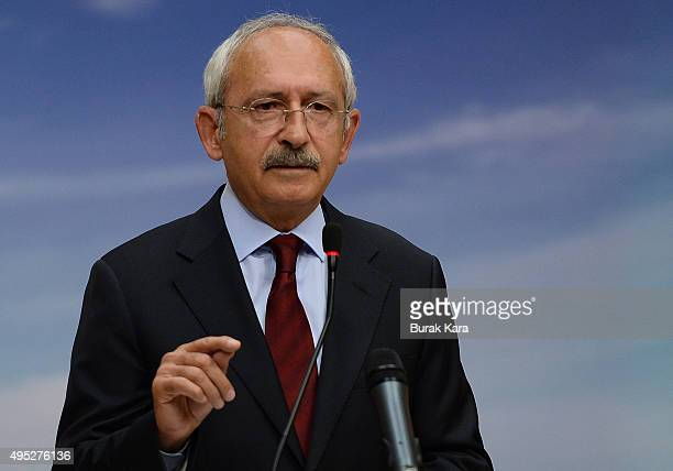 Turkey's main opposition Republican People's Party learder Kemal Kilicdaroglu speaks to the media at the CHP headquarters on November 1 2015 in...