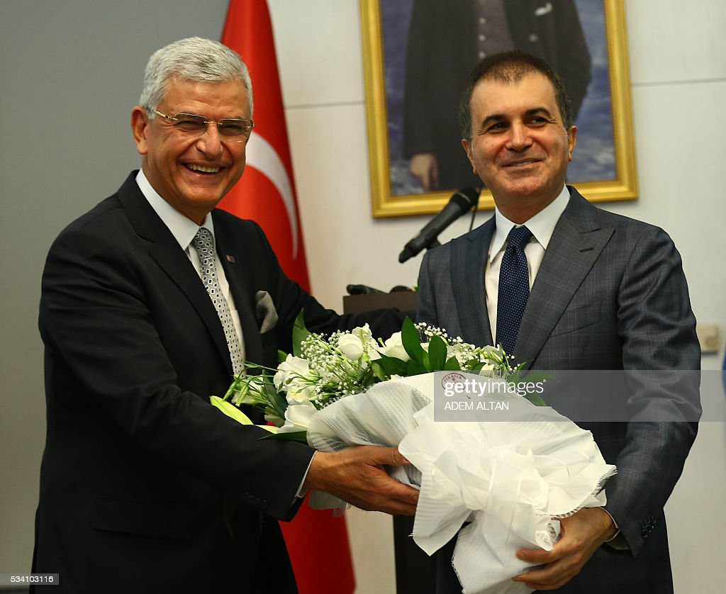 Turkey's newly appointed EU Affairs Minister and Chief Negotiator Omer Celik (R) and his predecessor Volkan Bozkir (L) are seen during the handover ceremony in Ankara, on May 24, 2016. / AFP / ADEM