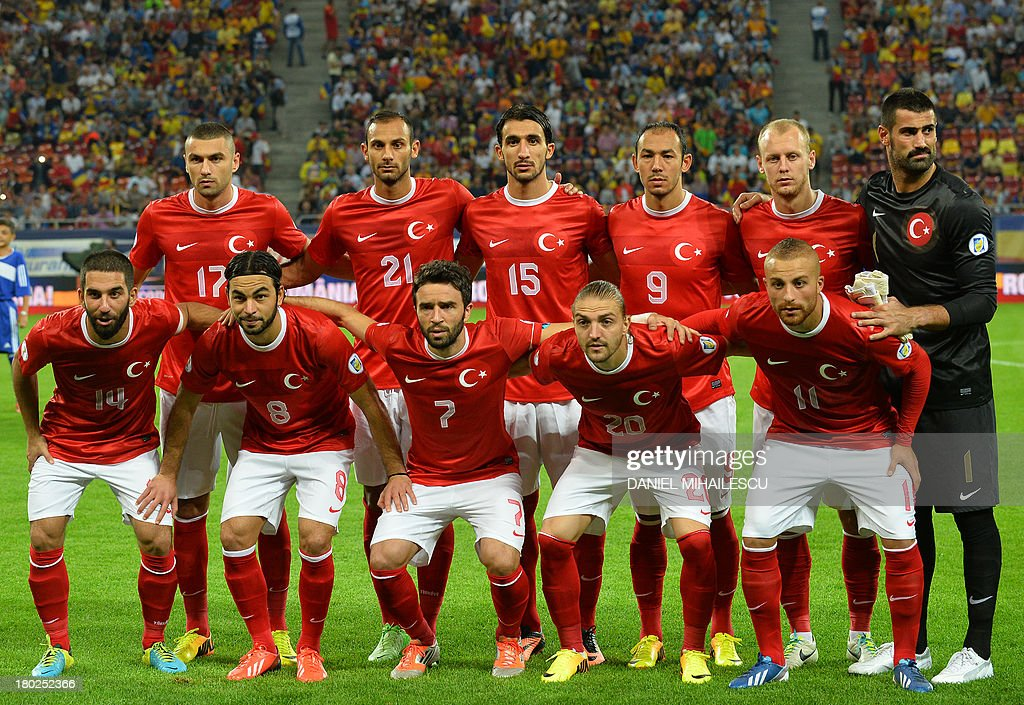 Turkey's players pose for the team photo prior to the FIFA World Cup 2014 qualifying football match Romania vs Turkey in Bucharest on September 10, 2013. AFP PHOTO / DANIEL MIHAILESCU