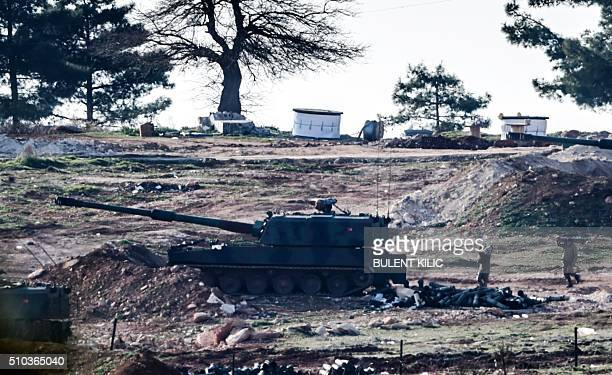 Turkish army cannon is pictured near Syria border close to Oncupinar crossing gate in Kilis in southcentral Turkey on February 15 2016 / AFP / BULENT...