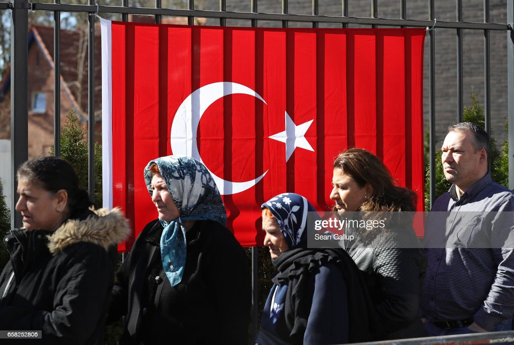 Turkish citizens vote in Referendum
