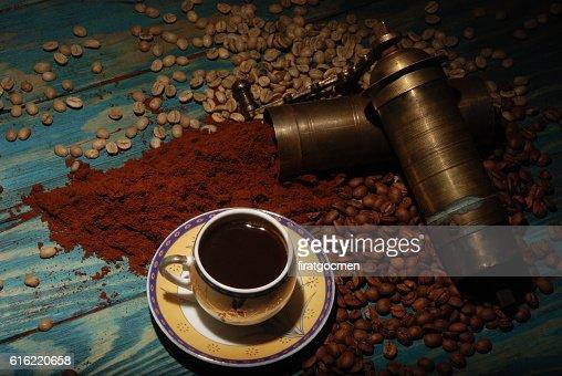 Turkish coffee and girinder : Stock-Foto