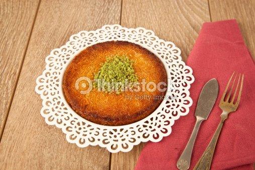 Turkische Desserts Kunefe Mit Pistazien Powder Stock Foto Thinkstock