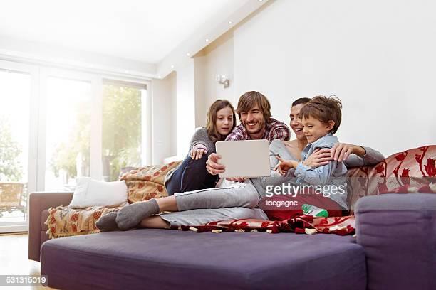 Turque famille prenant une autophoto