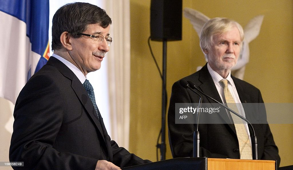 Turkish Foreign Minister Ahmet Davutoglu (L) and his Finnish counterpart Erkki Tuomioja give a joint press conference in Helsinki, Finland, on December 19, 2012. AFP PHOTO / LEHTIKUVA / Kimmo Mäntylä