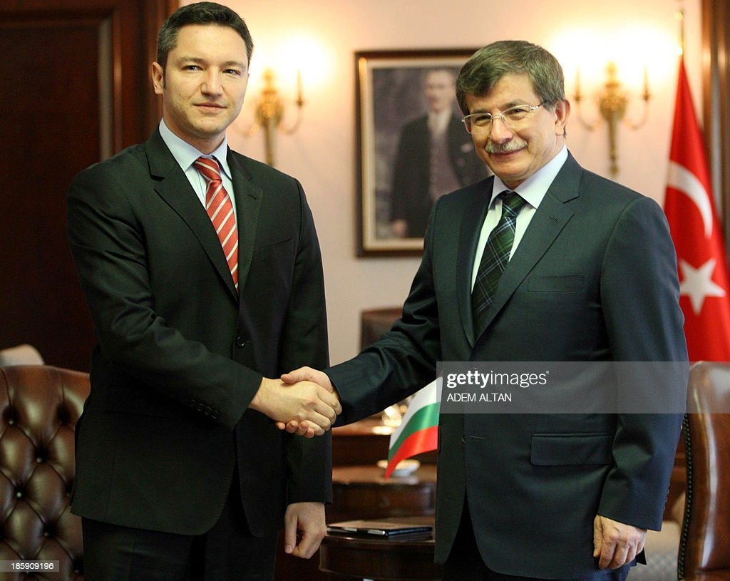 Turkish Foreign Minister Ahmet Davutoglu (R) shakes hands with Bulgarian Foreign Minister Kristian Vigenin prior to their meeting in Ankara October 26, 2013.