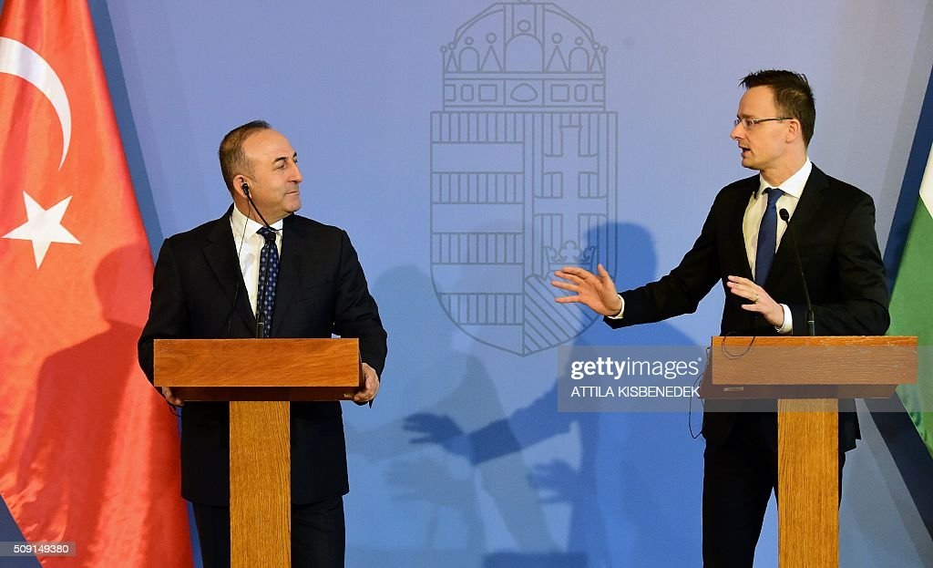 Turkish Foreign Minister Mevlut Cavusoglu (L) and Hungary's Minister of External Economy and Foreign Affairs Peter Szijjarto (R) give a joint press conference in Budapest on February 9, 2016. The Turkish foreign minister is on a one-day visit to Hungary. / AFP / ATTILA KISBENEDEK