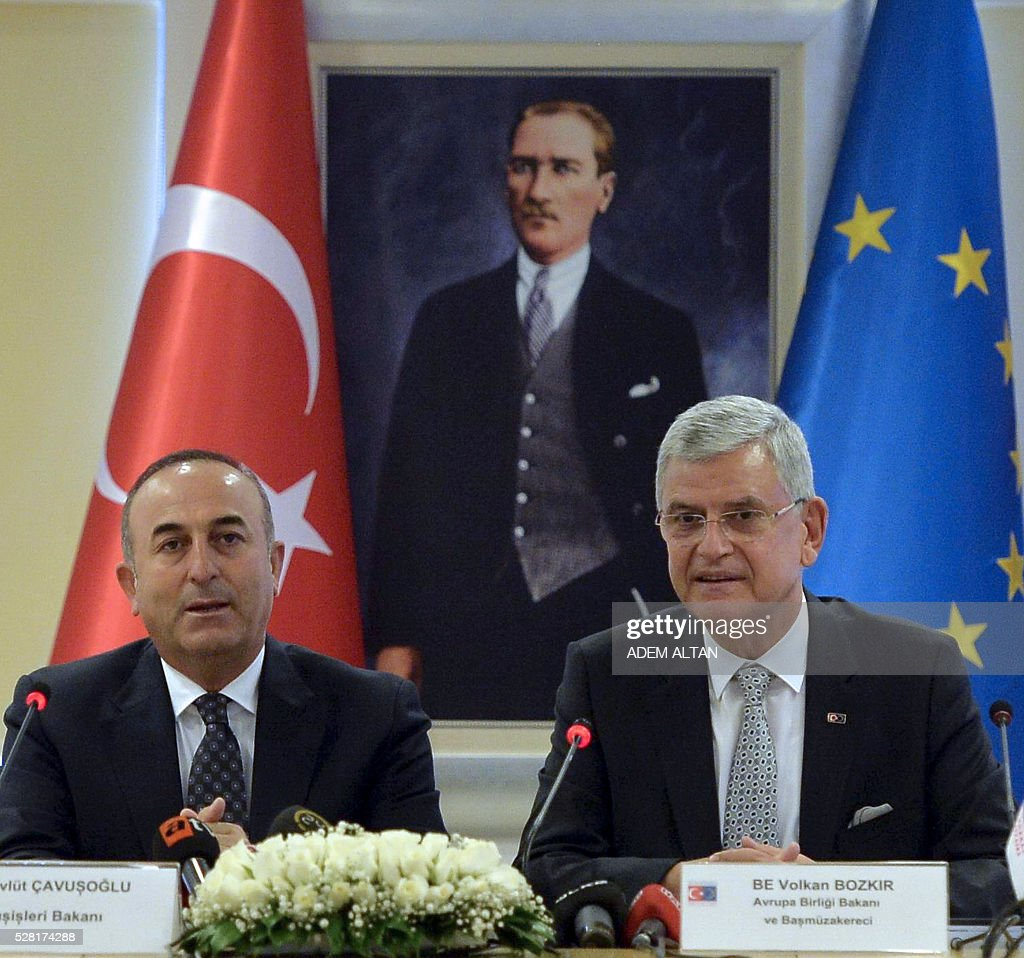 Turkish Foreign Minister Mevlut Cavusoglu (L) and Turkish EU Affairs Minister Volkan Bozkir (R) hold a press conference in Ankara on May 4, 2016. The EU gave conditional backing to visa-free travel for Turks under a migrant deal and unveiled new asylum rules including fines for countries that refuse their share of refugees. / AFP / ADEM