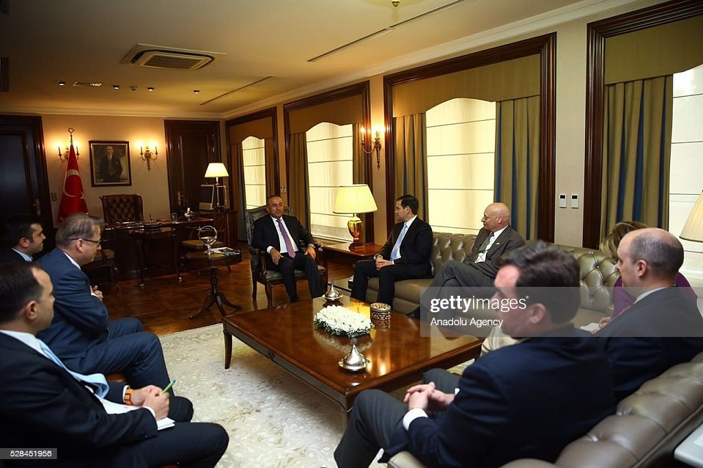 Turkish Foreign Minister Mevlut Cavusoglu (C-L) attends a meeting with US Senator Marco Rubio (C-R) in Ankara, Turkey on May 5, 2016.