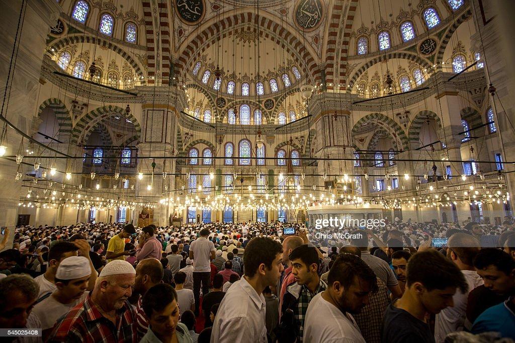 Turkish Muslims Offer Eid Al Fitr Prayers | Getty Images