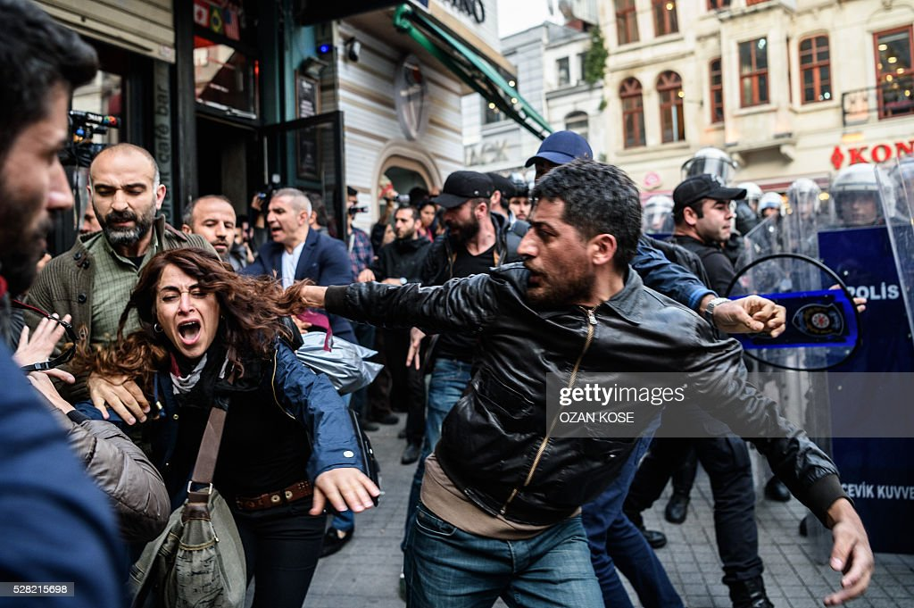 Turkish plain clothes police officers clash with protesters during a protests against the fights between ruling Justice and Development Party (AKP) and the pro-Kurdish Peoples' Democracy Party (HDP) at the parlement last week on May 4 ,2016 in Istanbul. Ruling party and opposition Turkish lawmakers on May 2, 2016 exchanged punches and hurled water bottles at each other as a new mass brawl erupted in parliament over changes to the constitution, television broadcasts showed. / AFP / OZAN
