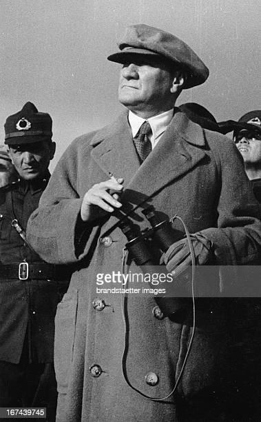 Turkish politican Mustafa Kemal Atatürk About 1930 Photograph Der türkische Politiker Mustafa Kemal Atatürk Um 1930 Photographie