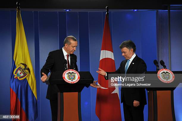 Turkish president Recep Tayyip Erdoga and Colombian president Juan Manuel Santos gesture during a joint press conference after a meeting at Narino...