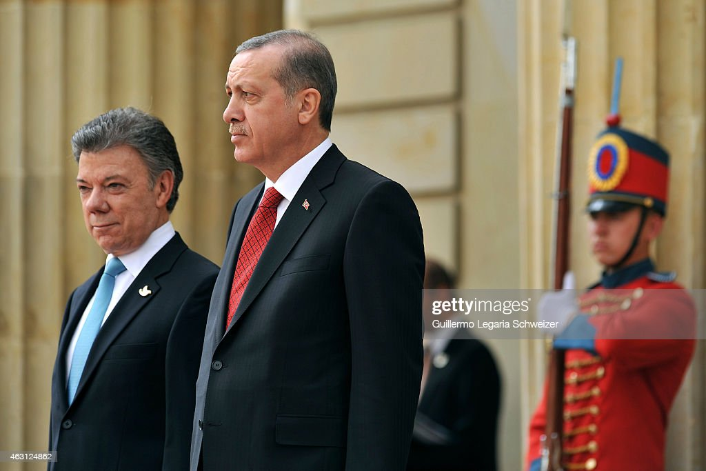 Turkish president Recep Tayyip Erdoga stands next to Juan Manuel Santos president of Colombia (L) upon he arrives at Narino Presidential Palace for a meeting during a two days official visit to Colombia on February 10, 2015 in Bogota, Colombia