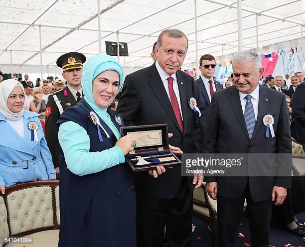 Cumhurbakan Recep Tayyip Erdoan ile Babakan Binali Yldrm stanbul Tersane Komutanl'nda düzenlenen Burgazada Korveti'nin denize indirilmesi ve Knalada...