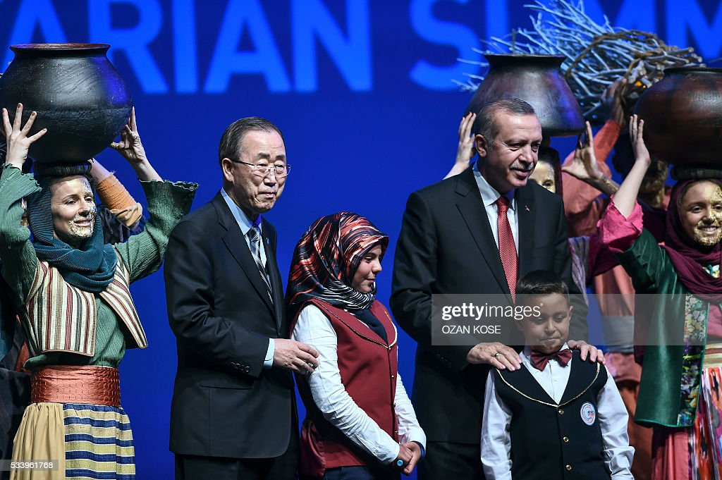 Turkish President Recep Tayyip Erdogan (3rdR) and UN secretary general Ban Ki-moon (2ndL) are pictured during the closing cerenomy of the World Humanitarian Summit, on May 24, 2016 in Istanbul. UN Secretary General Ban Ki-moon on Tuesday said he was disappointed most top world leaders had stayed away from the first humanitarian summit in Istanbul, saying concrete political action was now needed. / AFP / OZAN