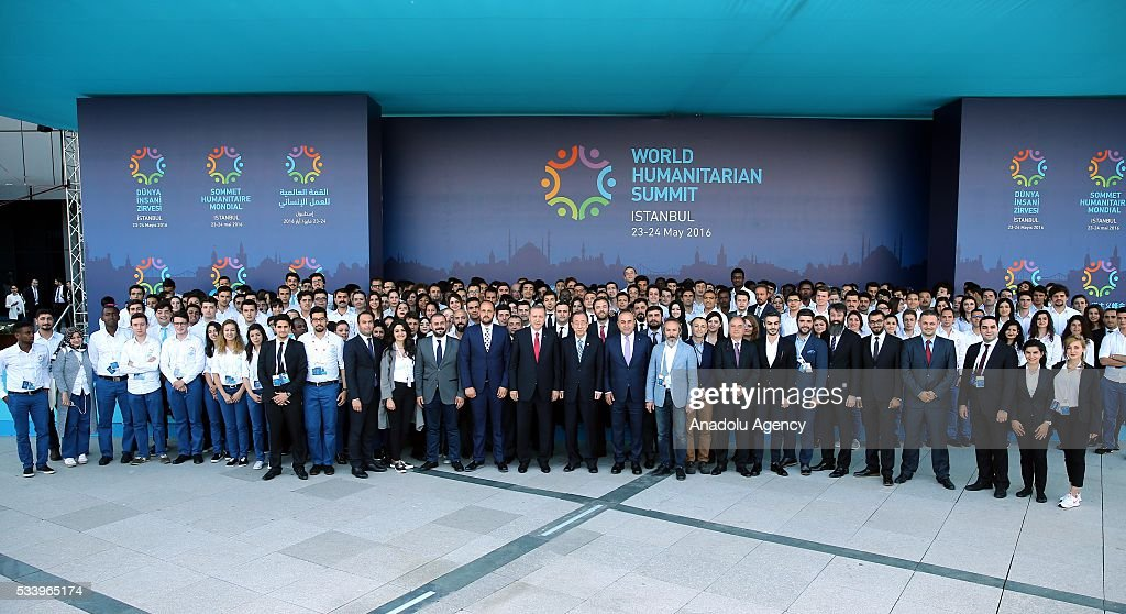 Turkish President Recep Tayyip Erdogan (14th R) and United Nations (UN) Secretary General Ban Ki-moon (13th R) pose with staff and voluntarily staffed students after they held a joint press conference on the second day of World Humanitarian Summit at Harbiye Muhsin Ertugrul Stage in Istanbul, Turkey on May 24, 2016