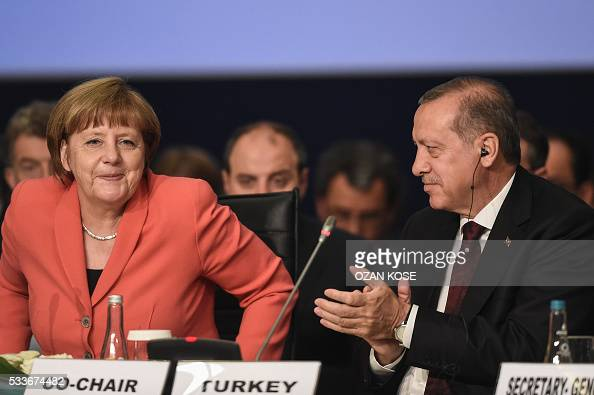 Turkish President Recep Tayyip Erdogan applaouses as German Chancellor Angela Merkel speaks on May 23 2016 during the World Humanitarian Summit in...