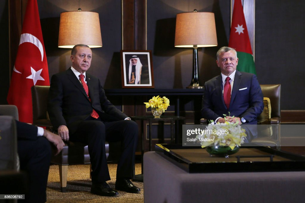 Turkish president Recep Tayyip Erdogan (L) arrives for talks with Jordan's King Abdullah II (R) at the al-Husseineyah royal palace on August 21, 2017 in Amman, Jordan.
