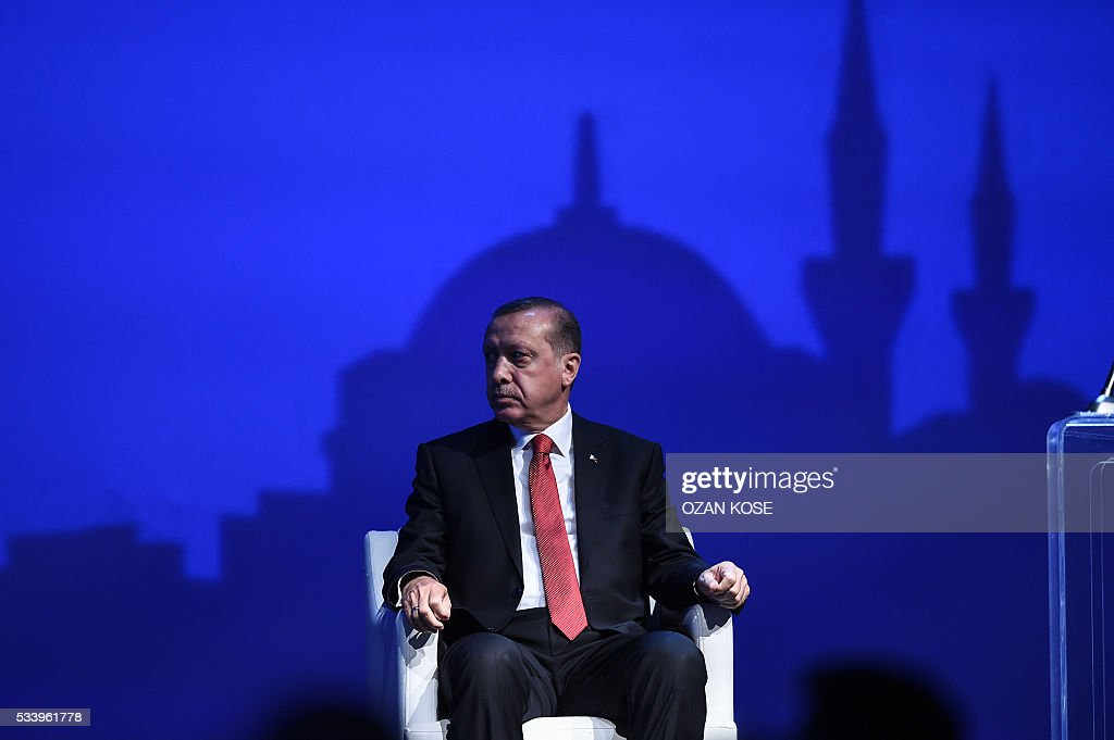 Turkish President Recep Tayyip Erdogan listens to a speech during the closing cerenomy of the World Humanitarian Summit, on May 24, 2016 in Istanbul. UN Secretary General Ban Ki-moon on Tuesday said he was disappointed most top world leaders had stayed away from the first humanitarian summit in Istanbul, saying concrete political action was now needed. / AFP / OZAN