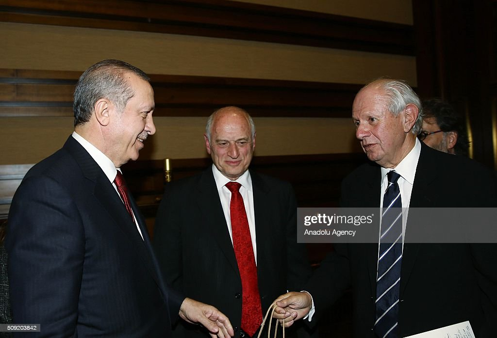 Turkish President Recep Tayyip Erdogan (L) meets with Ishak Ibrahimzadeh, leader of Turkey's Jewish community, and the members of Conference of Presidents, an American non-profit organization that addresses issues of critical concern to the Jewish community, in Ankara, Turkey on February 9, 2016.