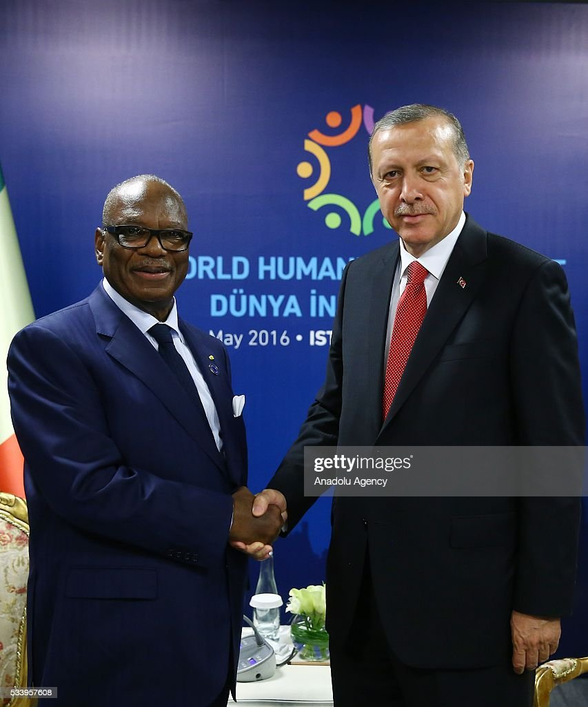 Turkish President Recep Tayyip Erdogan (R) meets with Malian President Ibrahim Boubacar Keita within the World Humanitarian Summit in Istanbul, Turkey on May 24, 2016.