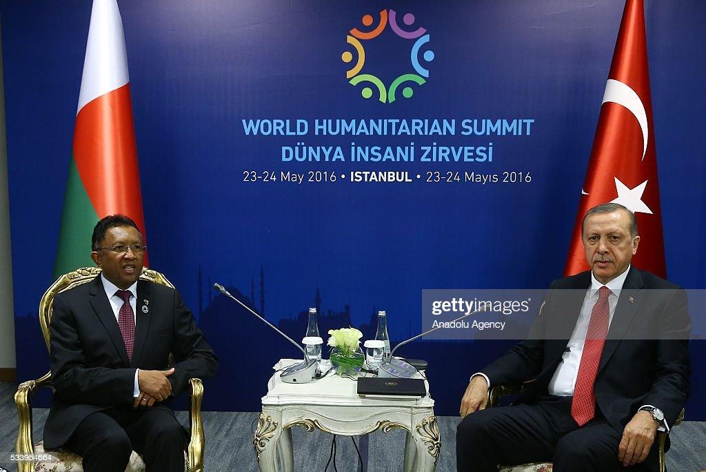 Turkish President Recep Tayyip Erdogan (R) meets with President of Madagascar Hery Rajaonarimampianina within the World Humanitarian Summit in Istanbul, Turkey on May 24, 2016.