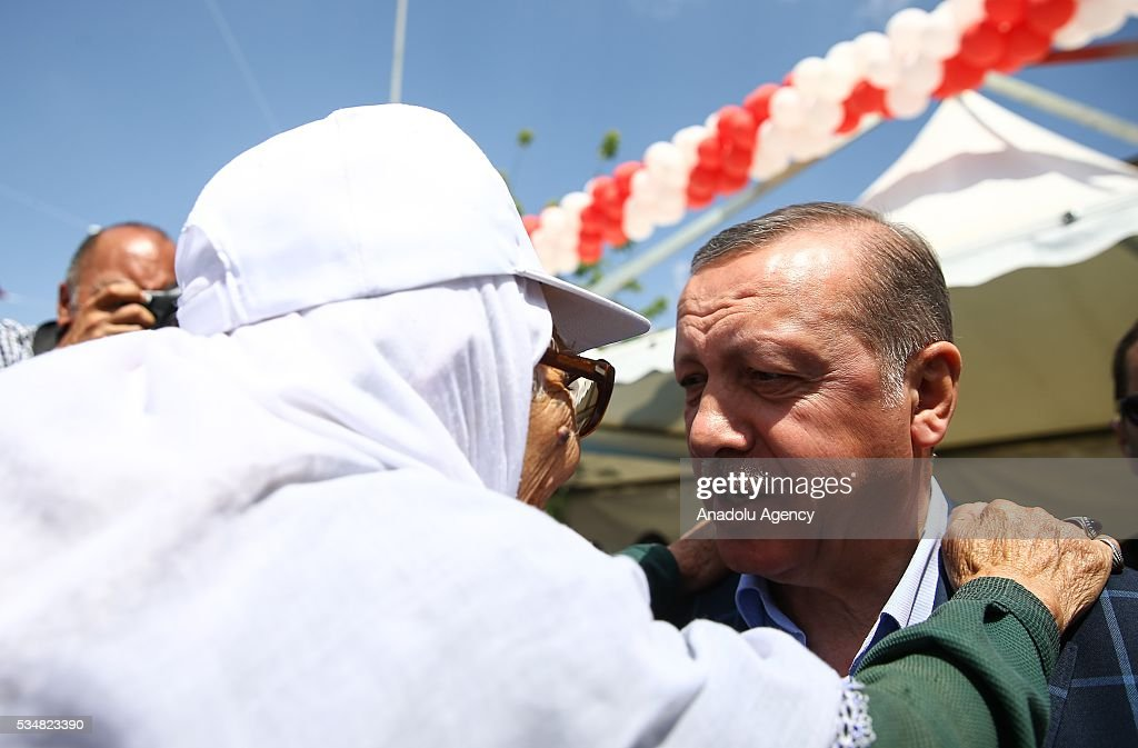 Turkish President Recep Tayyip Erdogan (R) talks with a citizen during an opening ceremony in Diyarbakir, Turkey on May 28, 2016.
