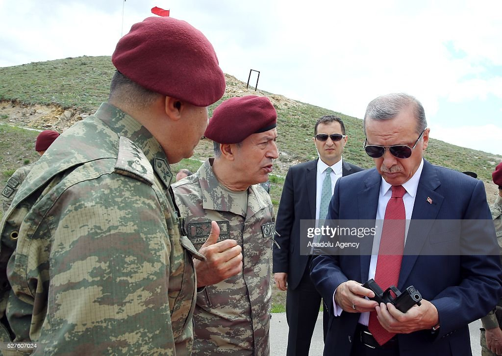 Turkish President Recep Tayyip Erdogan (R) visits the Special Forces Command in Ankara, Turkey on May 3, 2016.