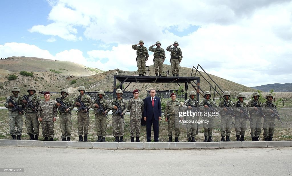 Turkish President Recep Tayyip Erdogan (C) visits the Special Forces Command in Ankara, Turkey on May 3, 2016.