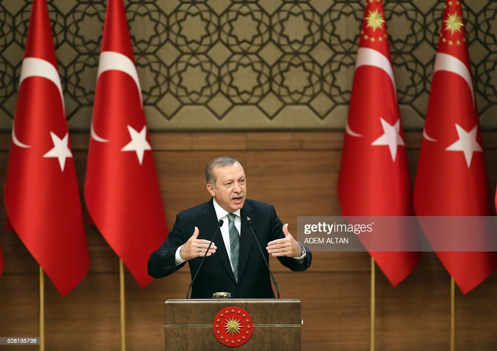 Turkish President Tayyip Erdogan gestures during his speech with mukhtars or local village and town leaders at the Presidential Palace in Ankara, on May 4, 2016. / AFP / ADEM