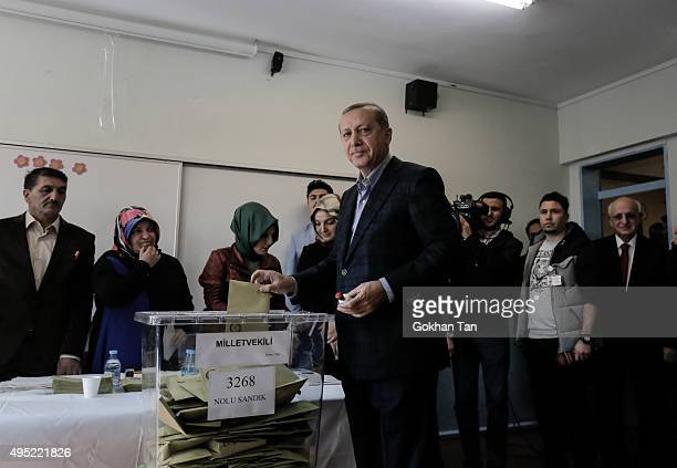 Turkish President Tayyip Erdogan poses as he casts his ballot at a polling station on November 1 in Istanbul Turkey Polls have opened in Turkey's...