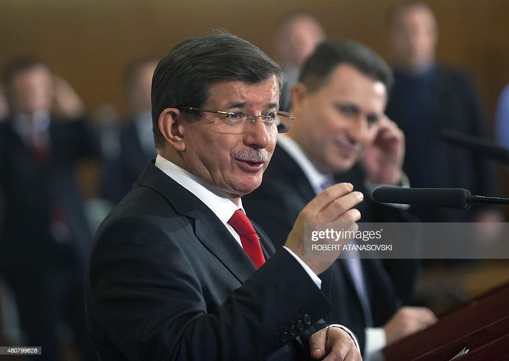 Turkish Prime Minister Ahmet Davutoglu (L) and his Macedonian counterpart Nikola Gruevski attend a press conference in the Government building in Skopje on December 23, 2014. Ahmet Davutoglu arrived for a two-day work visit to Macedonia. AFP PHOTOS / ROBERT