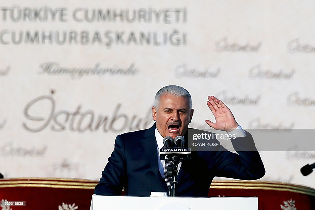 Turkish Prime Minister Bianali Yildirim gestures as he speaks during a rally to mark the 563rd anniversary of the conquest of Istanbul by Ottoman Turks on May 29, 2016 in Istanbul. / AFP / OZAN