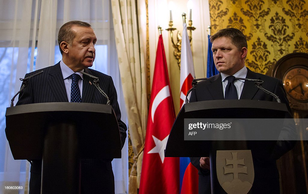 Turkish Prime Minister Recep Tayyip Erdogan (L) and his Slovakian counterpart Robert Fico address a press conference after a official meeting on February 6, 2012 in Bratislava, Slovakia. AFP PHOTO / STR