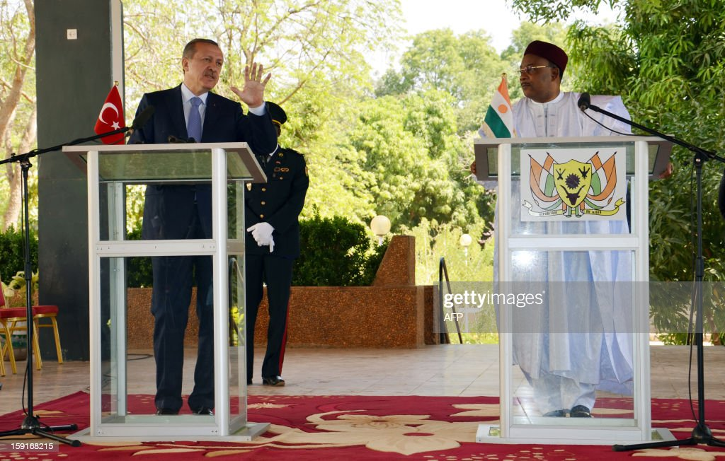 Turkish Prime Minister Recep Tayyip Erdogan (L) speaks alongside Niger's President Mahamadou Issoufou during a press conference in Niamey, on January 9, 2013. Erdogan is visiting Niger as part of a three-nation African tour.