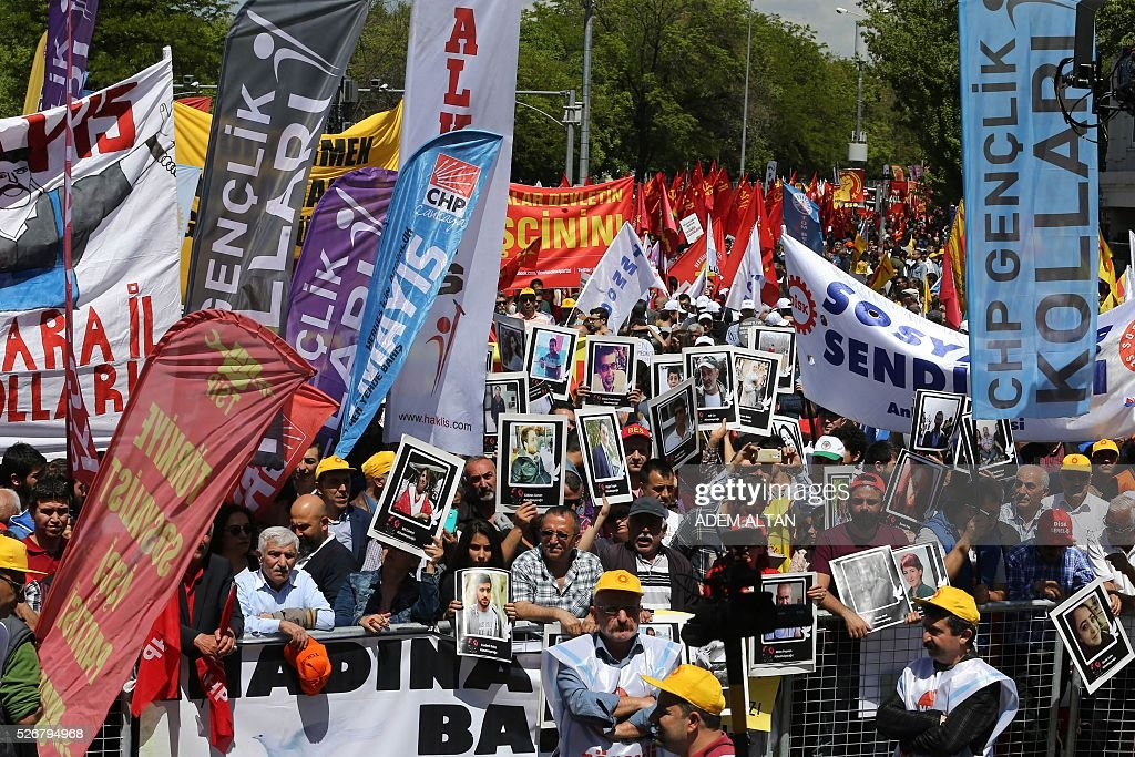Turkish protesters march during a May Day rally organised by labour unions in Ankara on May 1, 2016. / AFP / ADEM