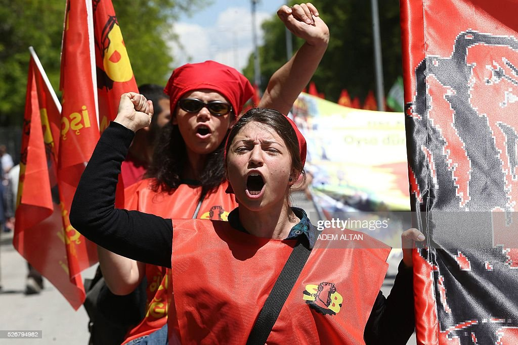 Turkish protesters shout slogans during a May Day rally organised by labour unions in Ankara on May 1, 2016. / AFP / ADEM