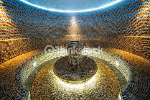 hammam du sauna turc lint rieur de salle de bain carrel e de leau chaude photo thinkstock. Black Bedroom Furniture Sets. Home Design Ideas