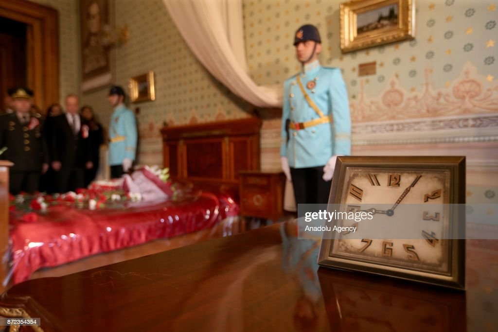 Turkish soldiers stand guard as people pay their respects on 09:05 am, the death time of Mustafa Kemal Ataturk, during the 79th anniversary of his death at a room of Dolmabahce Palace where Ataturk died in Istanbul, Turkey on November 10, 2017.