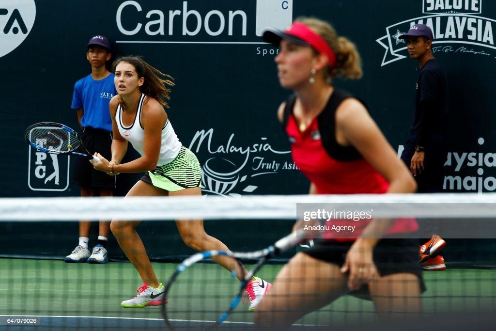 Ipek Soylu  - Page 6 Turkish-tennis-player-ipek-soylu-and-belgiums-elise-mertens-in-action-picture-id647079026