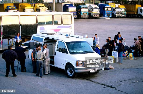 TurkishBulgarian border crossing point Kapitan Andreevo operation roadrunner leaded by the ZKA Cologne A bus is completly searched bags are xrayed