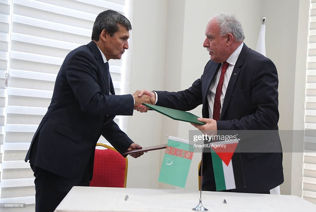 Turkmenistan's Foreign Minister Rasit Meredow and Palestinian Foreign Minister Riyad al-Maliki (R) are seen after they signed cooperation agreements at the Foreign Ministry in Ramallah, West Bank on May 30, 2016.