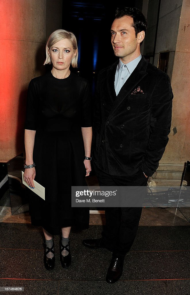 Turner Prize 2012 Winner Elizabeth Price (L) and actor <a gi-track='captionPersonalityLinkClicked' href=/galleries/search?phrase=Jude+Law&family=editorial&specificpeople=156401 ng-click='$event.stopPropagation()'>Jude Law</a> attend the Turner Prize 2012 winner announcement at the Tate Britain on December 3, 2012 in London, England.
